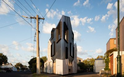 Casa triangular surpreende com design inovador