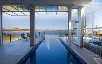 10 piscinas indoors incríveis e criativas!